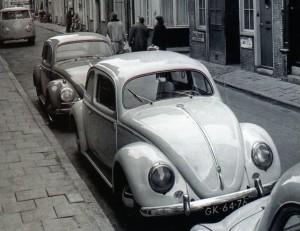 VW in straat